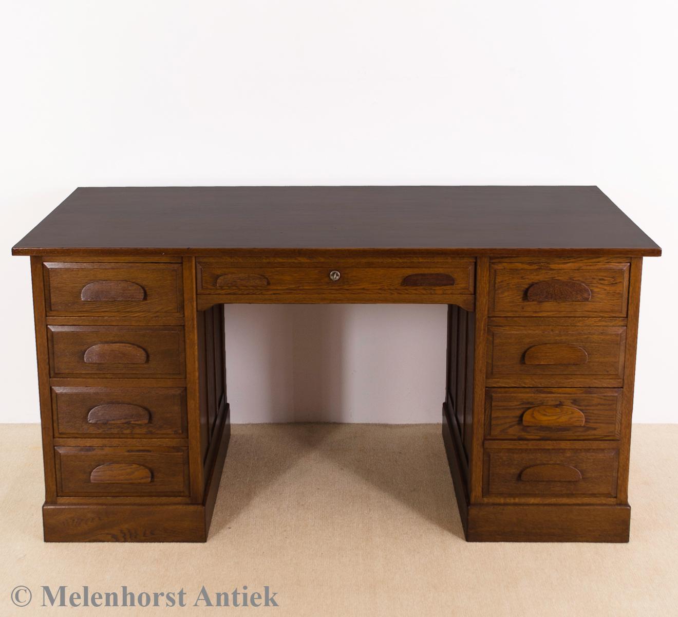 antike eichen schreibtisch antike uhren melenhorst. Black Bedroom Furniture Sets. Home Design Ideas