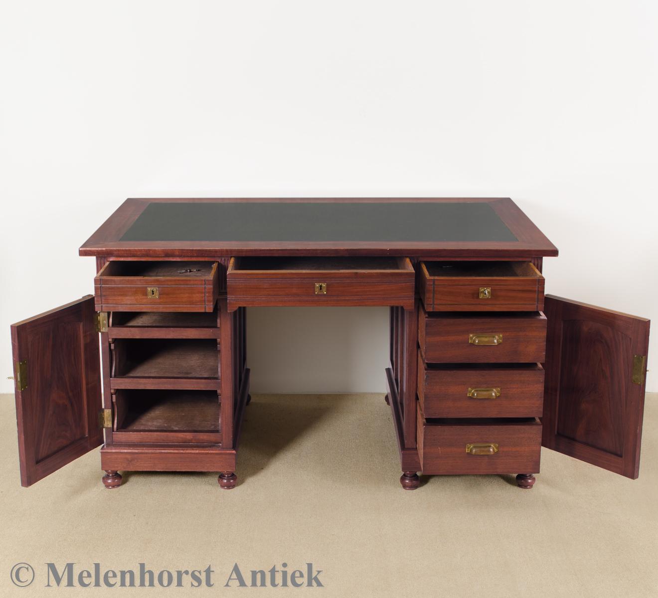 antike schreibtisch antike uhren melenhorst. Black Bedroom Furniture Sets. Home Design Ideas