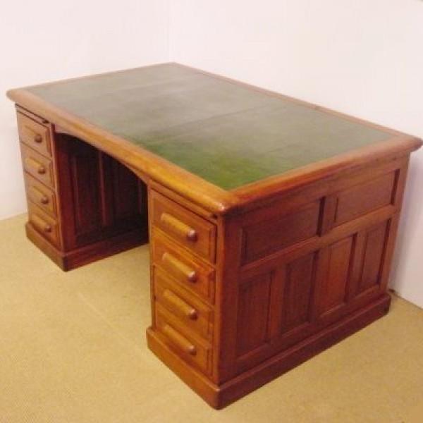 schreibtisch antike uhren melenhorst. Black Bedroom Furniture Sets. Home Design Ideas
