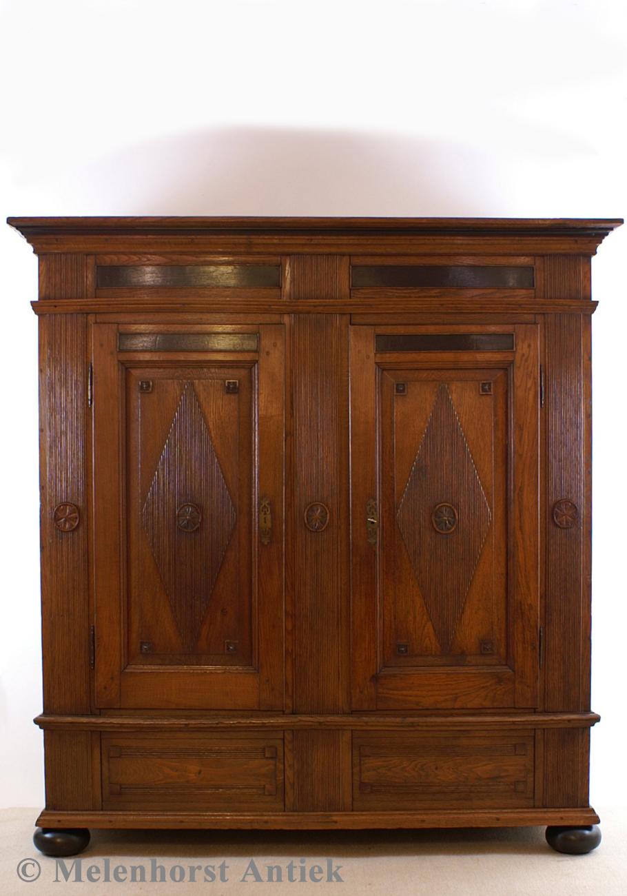 sakristeischrank antike uhren melenhorst. Black Bedroom Furniture Sets. Home Design Ideas