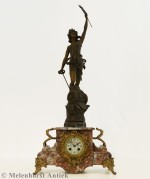 Pendule mit Statue