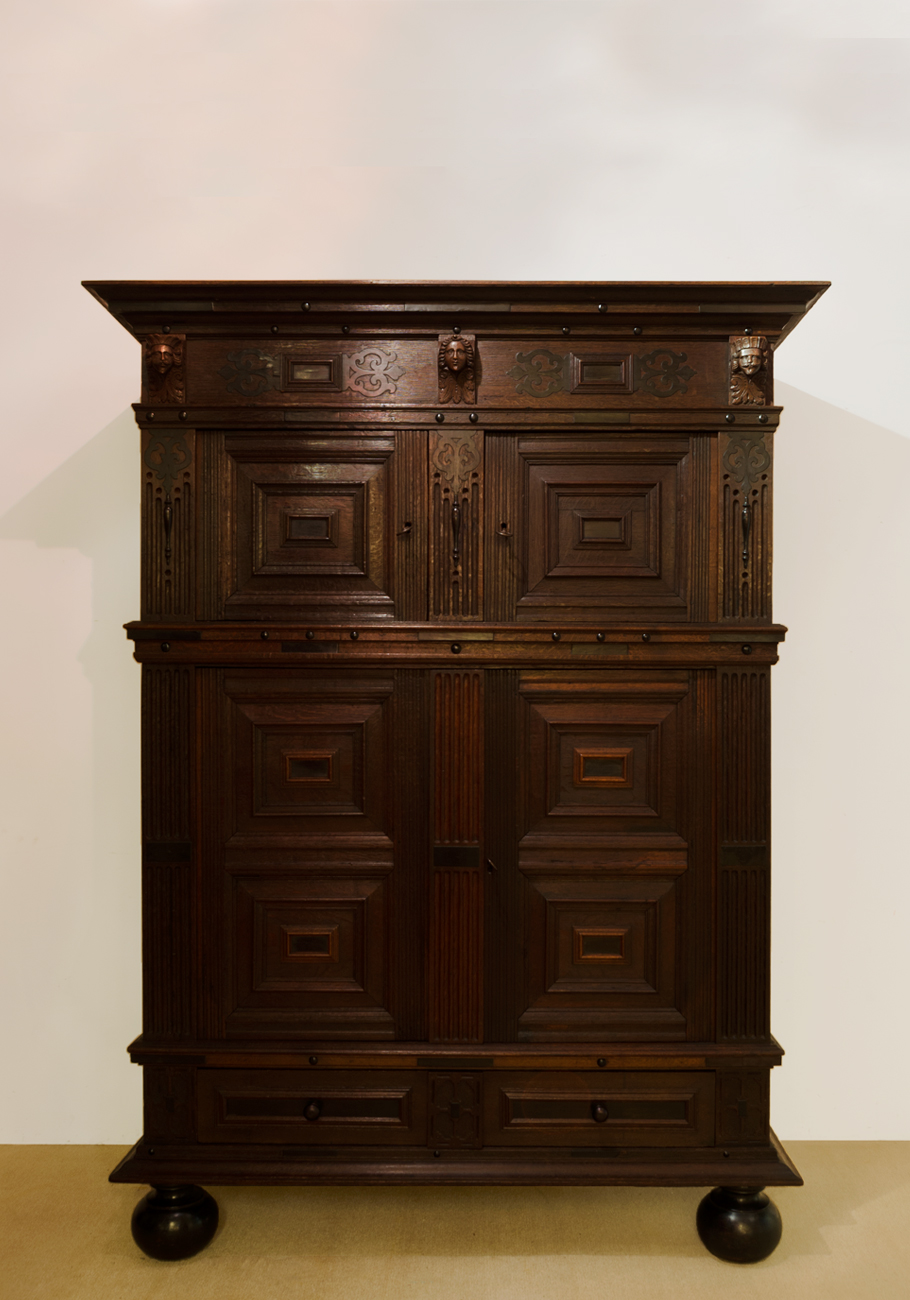 renaissance schrank antike uhren melenhorst. Black Bedroom Furniture Sets. Home Design Ideas
