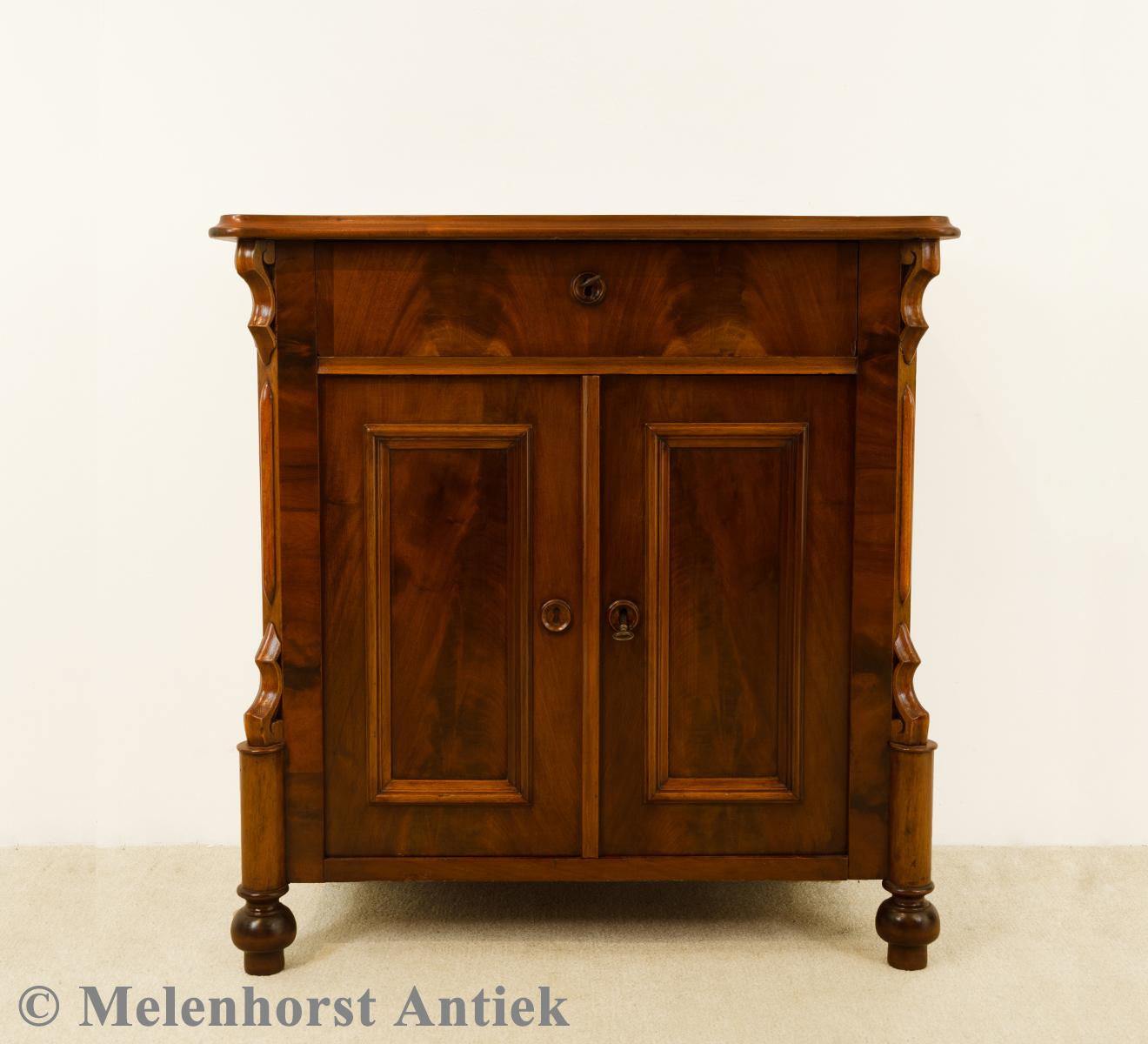 antike ladenschrank antike uhren melenhorst. Black Bedroom Furniture Sets. Home Design Ideas