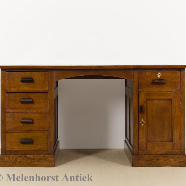 antiker eichen schreibtisch antike uhren melenhorst. Black Bedroom Furniture Sets. Home Design Ideas