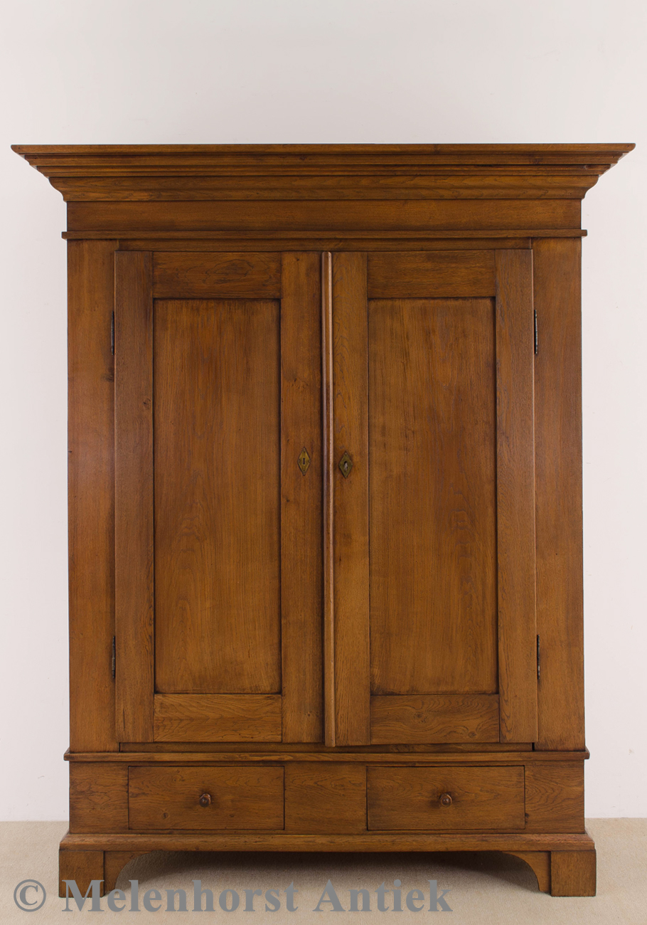 antiker eichenh lzener schrank antike uhren melenhorst. Black Bedroom Furniture Sets. Home Design Ideas