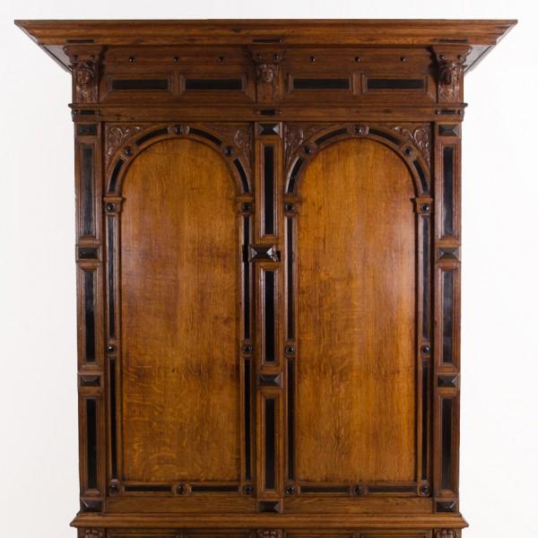 antiker eichenschrank antike uhren melenhorst. Black Bedroom Furniture Sets. Home Design Ideas
