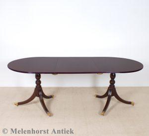 Tisch mit Einlegeplatte