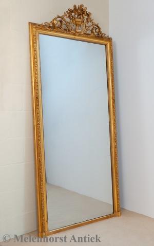 Klassizistischer Spiegel